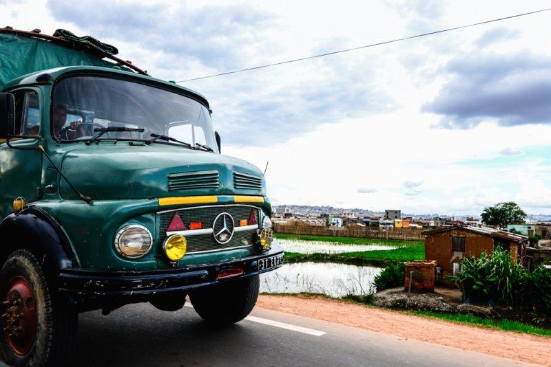 Mercedes Truck Oldtimer Madagaskar Route RN2